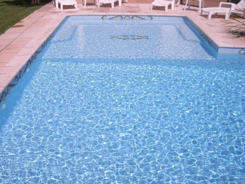 Cyril grenet piscines en emaux de verre for Peinture piscine sika