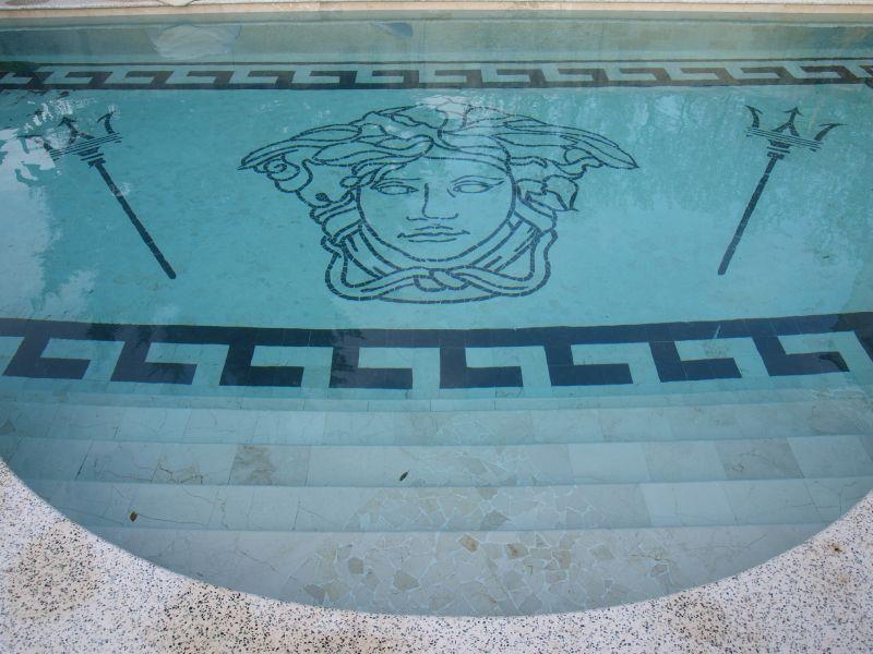 Cyril grenet piscine en carreaux de marbres - Scandinavisch massief pijnmeubilair ...